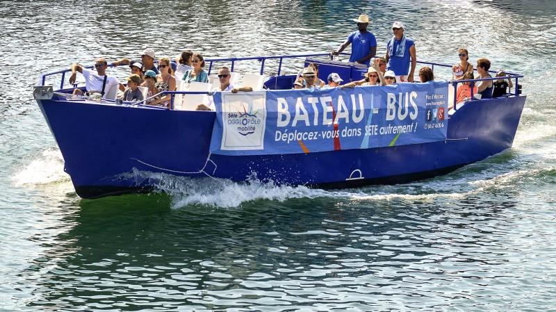 En autobús amb vaixell