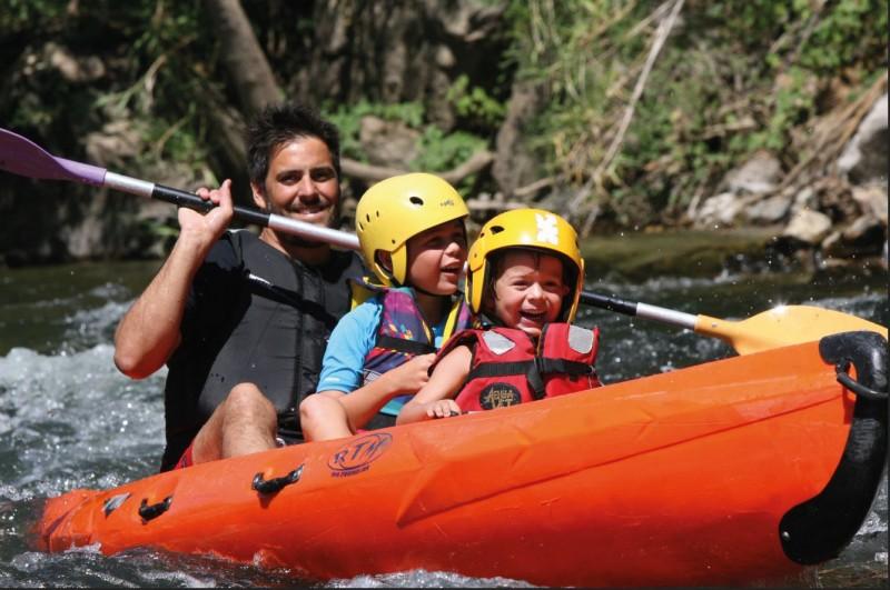 famille-canoe-roquebrun