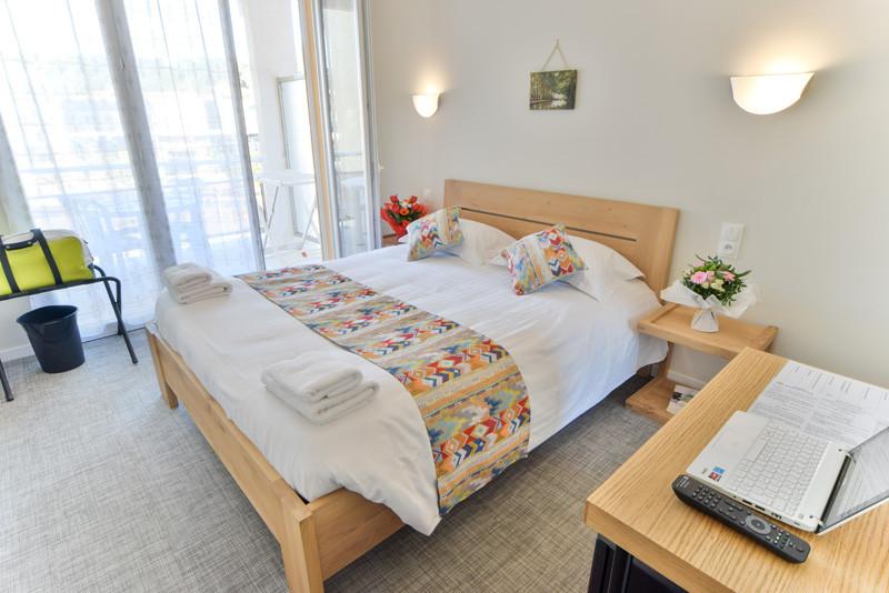 hotel-sables-or-chambre-dou