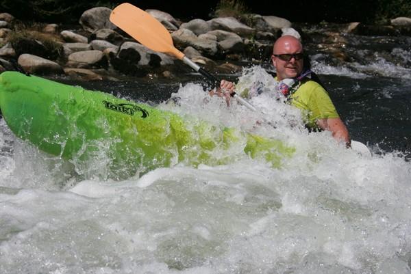 Niveau d'eau soutenu par lâcher EDF - Canoe Roquebrun -