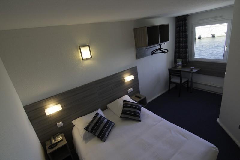 800x600-hotel-azur-sete-chambre-1327-4595890