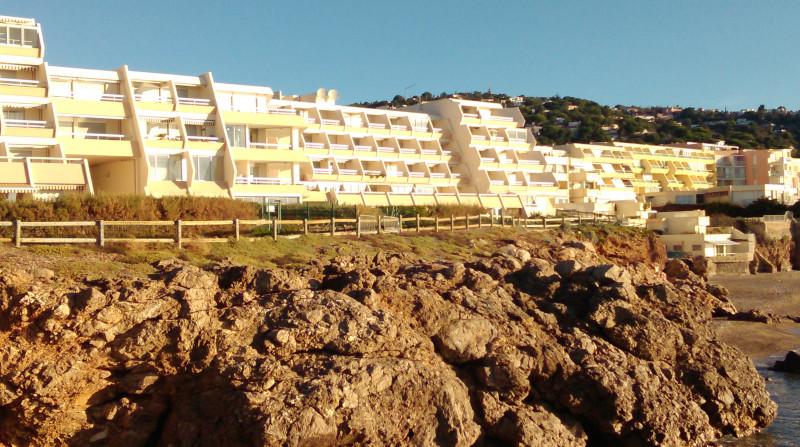 9-Résidence La Corniche et crique de La Nau