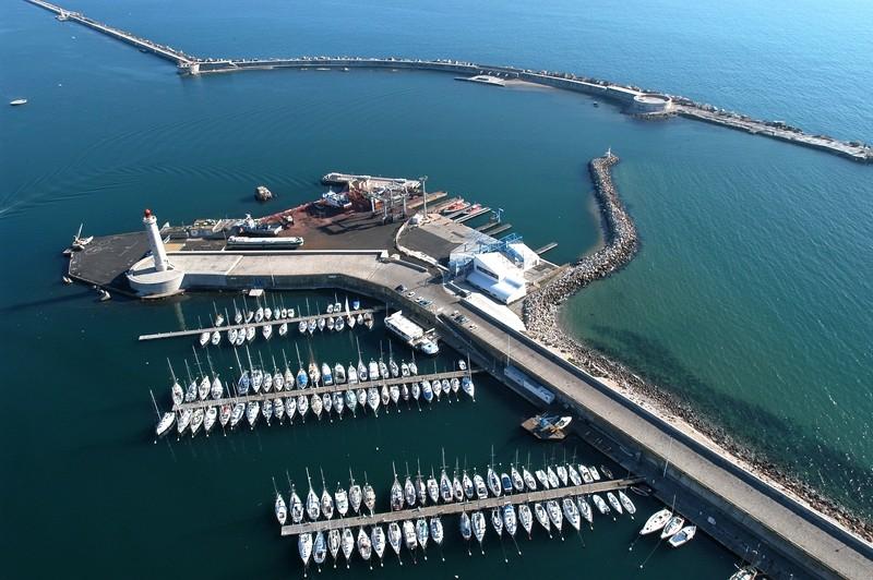 base-e-tabarly-vue-avion-sete-sce-comm-mole saint louis phare bateaux mer mediterranee