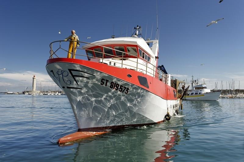 port-bateau-rouge-et-blanc-jp-degas-2014-criee sete