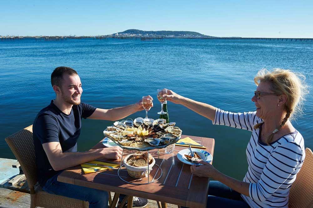 degustation-coquillage-restaurant-archipel-thau-huitres-moules - © Rodolphe Baras - OT Archipel de Thau Méditerranée